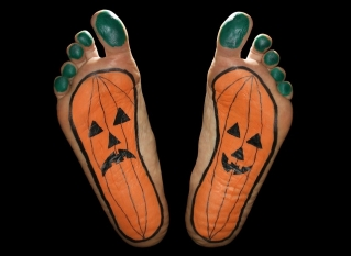 halloween-feet-tension-first