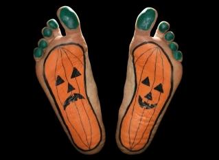 halloween-feet-tension-first