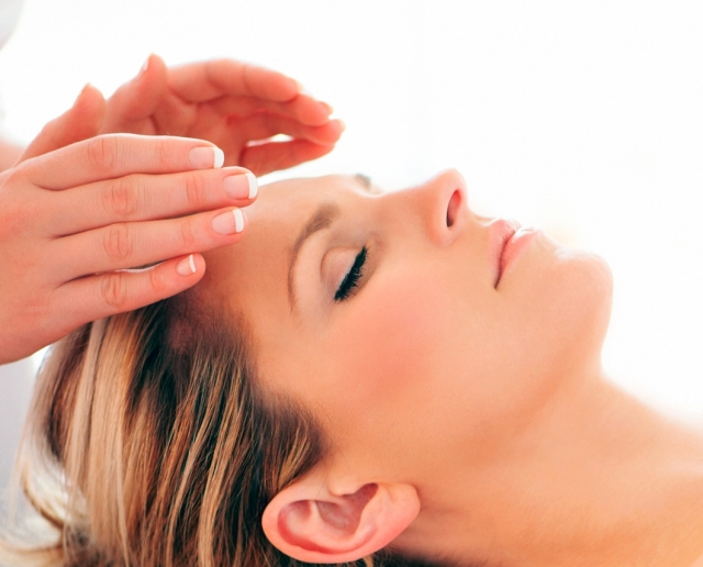 reiki at forehead