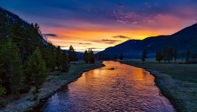 yellowstone-national-park-sunset-river by pexels