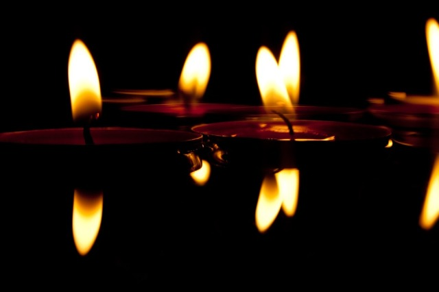 float candles pixabay