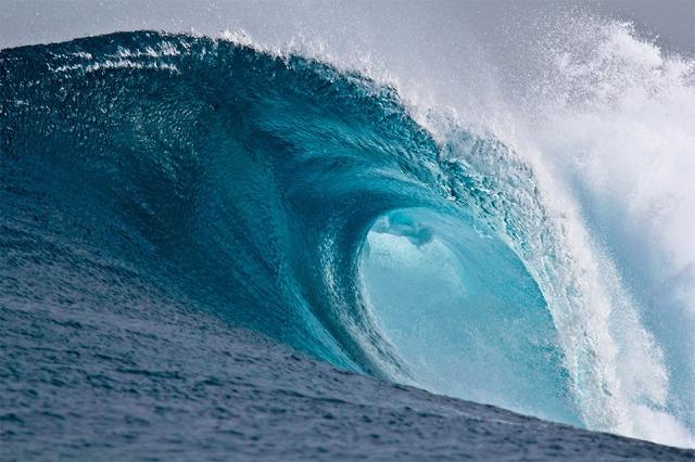 Large_breaking_wave wikipedia