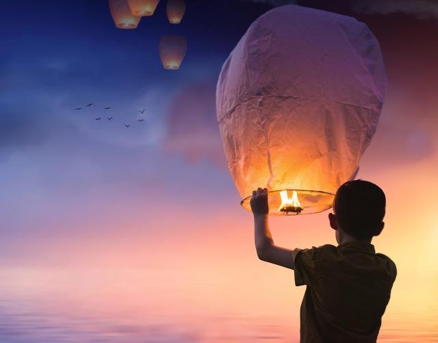 balloon-candle hope fm pixabay