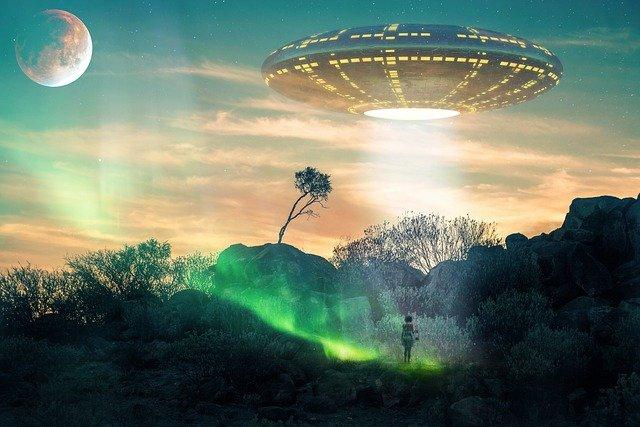 scifi UFO by Simone Holland of Pixabay